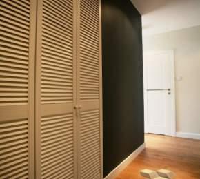 montaż szafy w pokoju